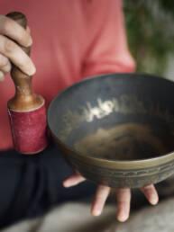 Stemmetræning yoga anne rosing singing bowl